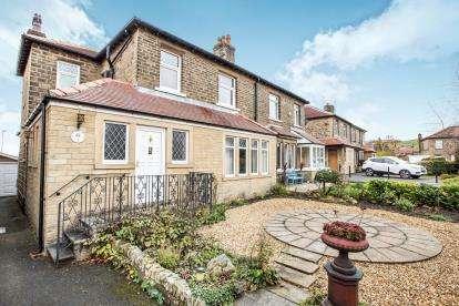3 Bedrooms Semi Detached House for sale in Hullen Edge Gardens, Elland, West Yorkshire