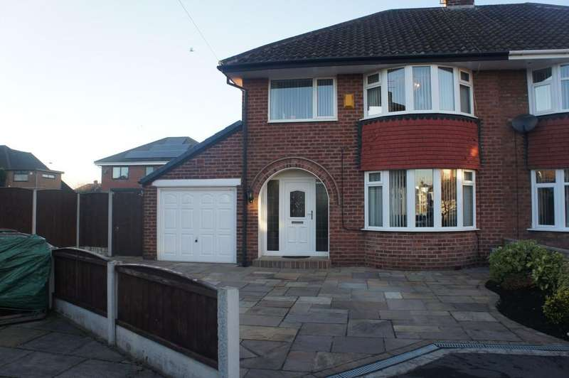 3 Bedrooms Semi Detached House for sale in Canterbury Close, Aintree