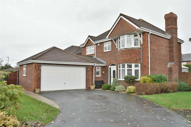 4 Bedrooms Detached House for sale in Sanderling Drive, Leigh