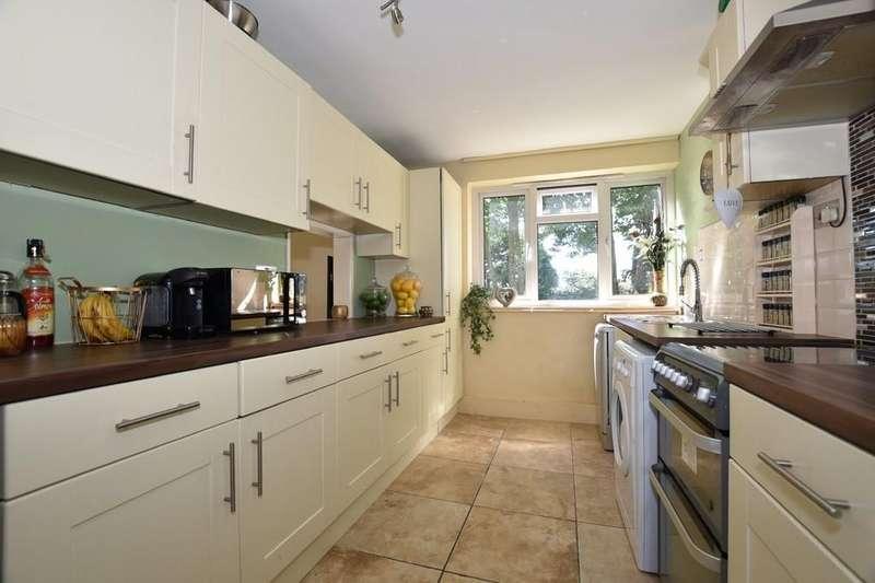 2 Bedrooms Apartment Flat for sale in Brading Crescent, Aldersbrook