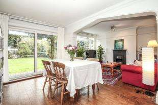 2 Bedrooms Flat for sale in Stanmore House, 183 Burnt Ash Hill, Lee, London