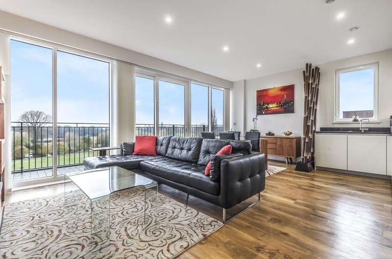 2 Bedrooms Flat for sale in Dowding Drive London SE9