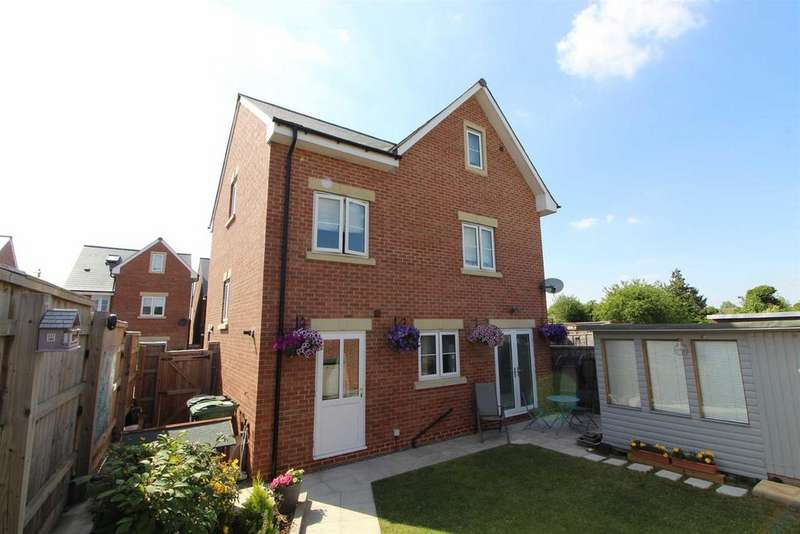 5 Bedrooms Detached House for sale in Yew Tree Close, Quedgeley