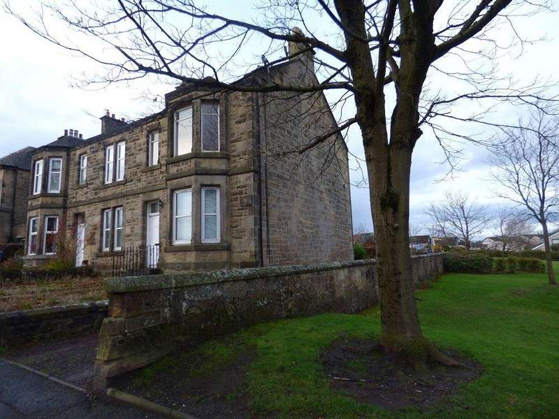 4 Bedrooms Flat for sale in 53 Harburn Road, West Calder, West Lothian, EH55