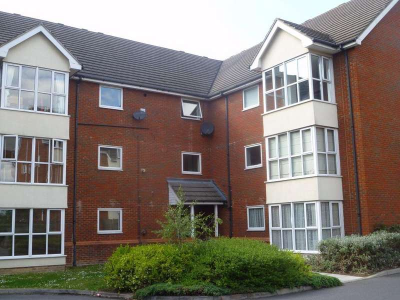 2 Bedrooms Flat for sale in Grasholm Way, Langley