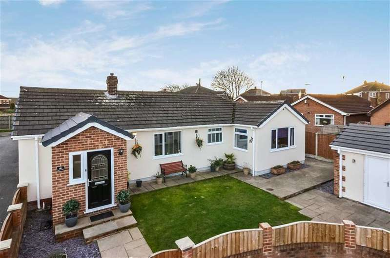 4 Bedrooms Detached Bungalow for sale in Kendal Drive, Townville, Castleford, West Yorkshire