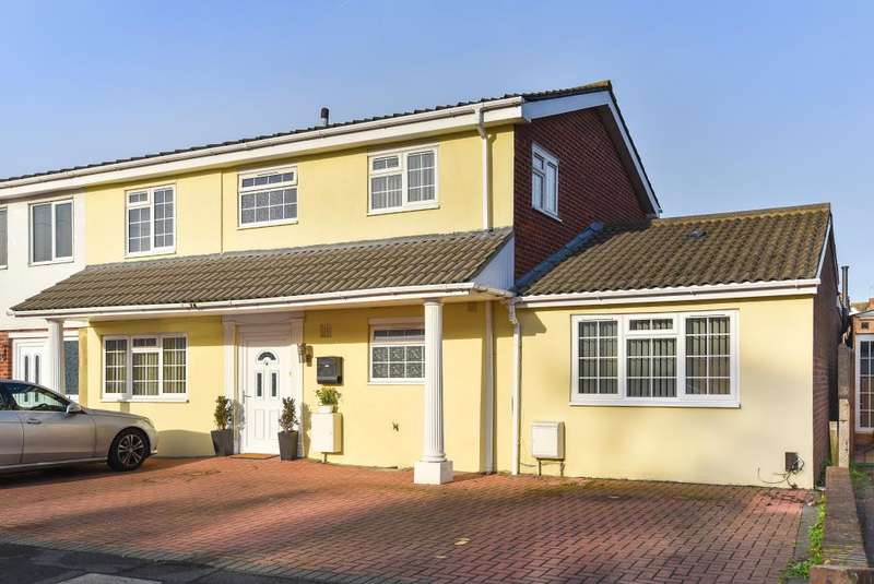 5 Bedrooms House for sale in Grasmere Avenue, Slough, Berkshire, SL2