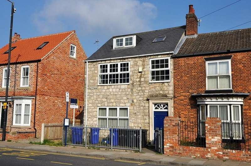 2 Bedrooms Flat for sale in South Parade, Thorne, Doncaster