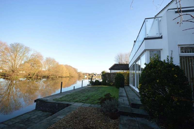 4 Bedrooms Detached House for sale in Temple Gardens, Staines-upon-Thames
