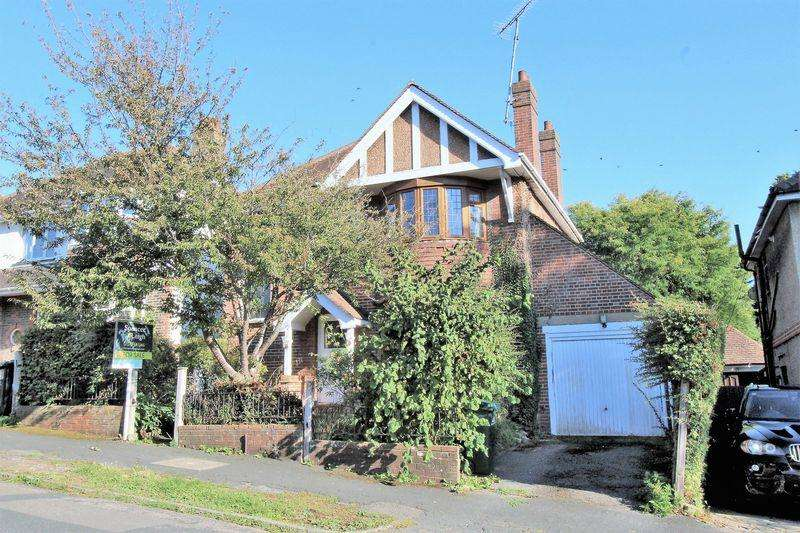 4 Bedrooms Detached House for sale in Withdean Crescent, Brighton