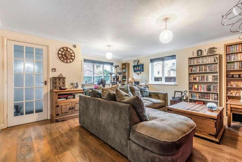 2 Bedrooms Maisonette Flat for sale in Reeves Way, Wokingham, RG41