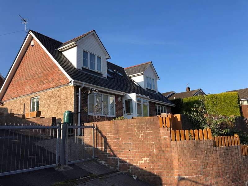 2 Bedrooms Semi Detached Bungalow for sale in Llys Alwyn, Tonypandy