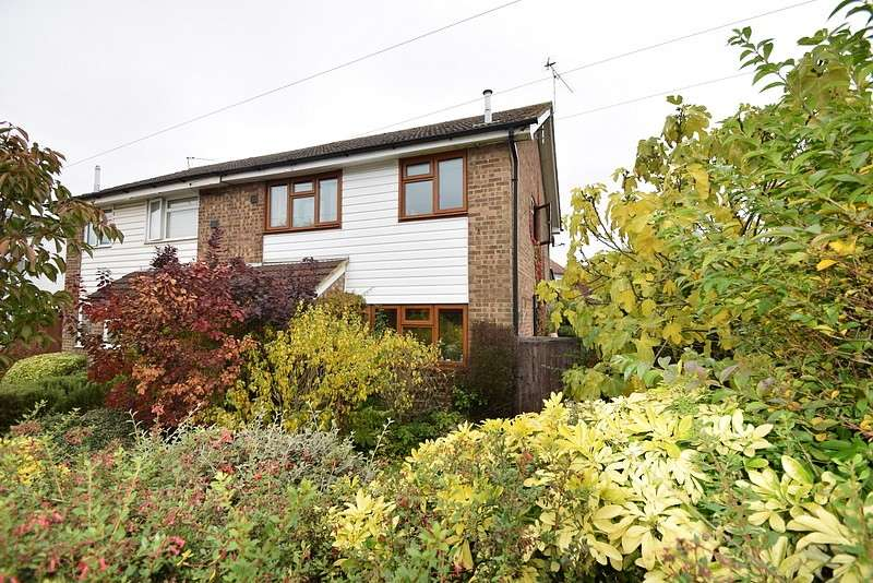3 Bedrooms Semi Detached House for sale in Straight Road, Old Windsor, SL4