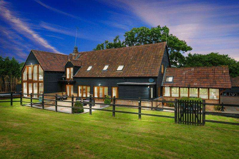 6 Bedrooms Detached House for sale in Holy Cross Hill, Wormley West End, Broxbourne