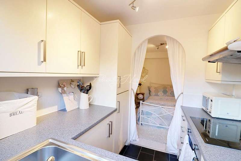 1 Bedroom Flat for sale in Mornington Road, SE8