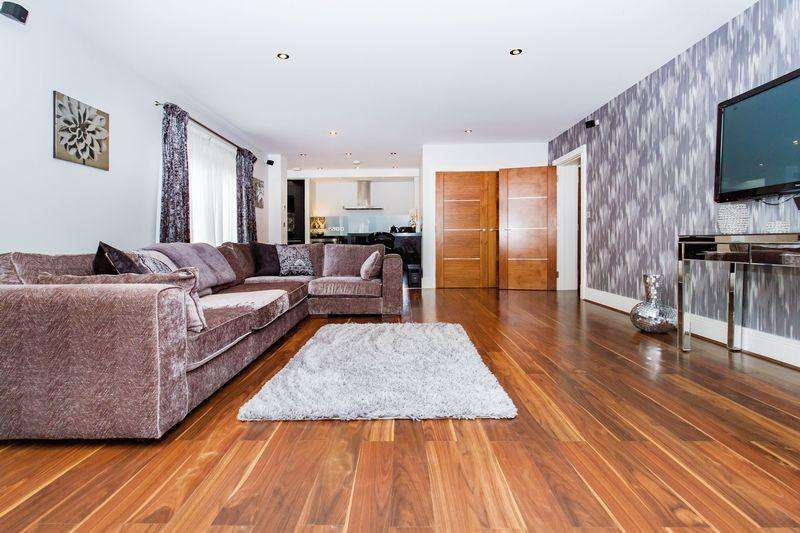 2 Bedrooms Apartment Flat for rent in Manor Hall, Manor Road, Chigwell