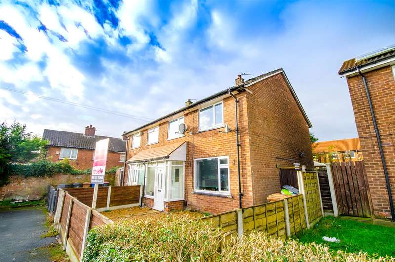 3 Bedrooms Semi Detached House for sale in Moss Brook Drive, Little Hulton, Manchester
