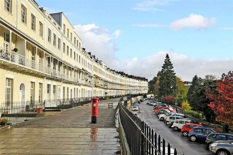 3 Bedrooms Flat for sale in Royal York Crescent, Bristol, BS8