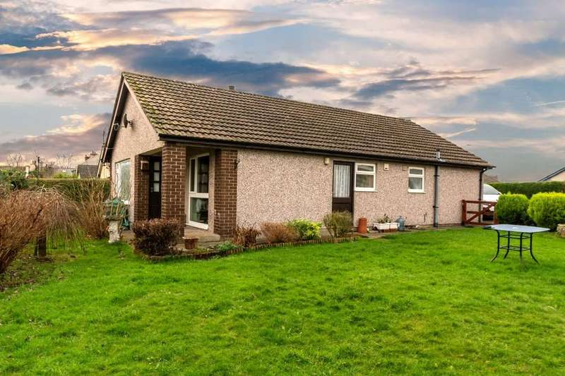 3 Bedrooms Detached Bungalow for sale in Maes Hyfryd, Dwyran, North Wales