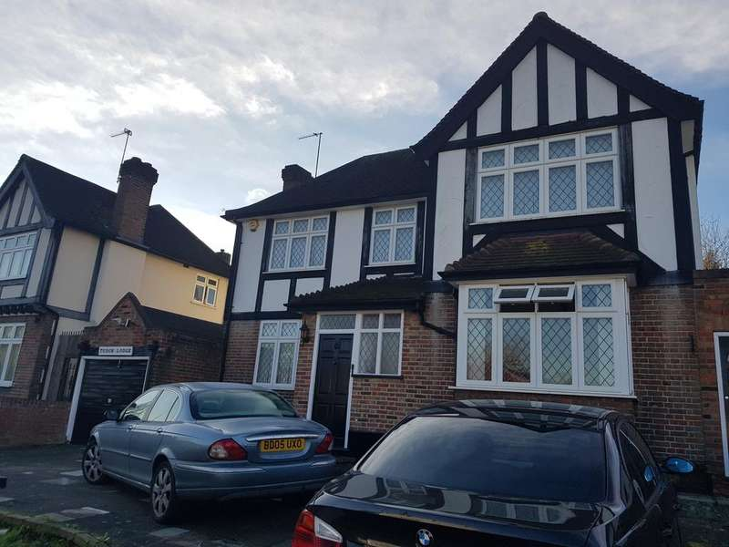 3 Bedrooms Detached House for sale in Tudor Close, Kingsbury NW9