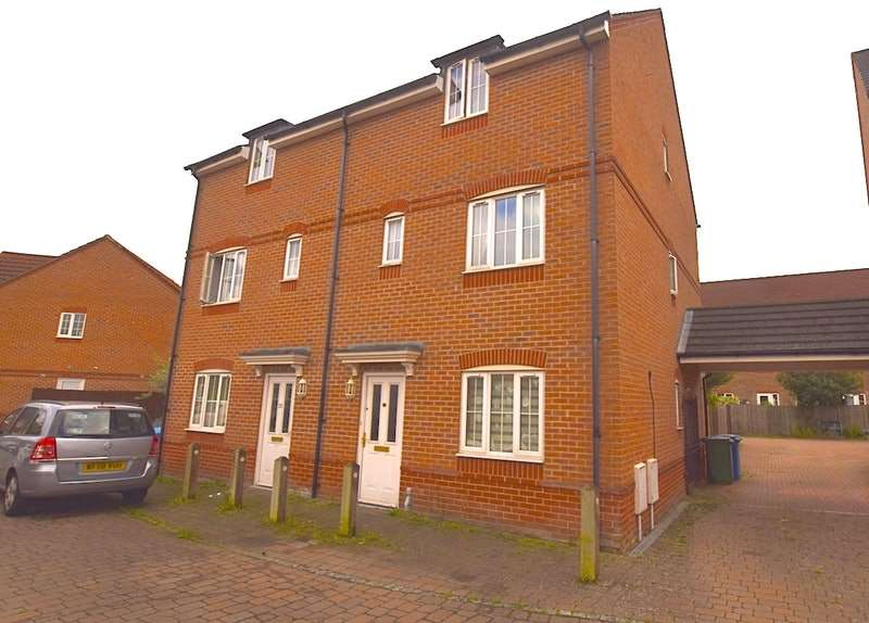 3 Bedrooms Town House for sale in Fawn Drive, Aldershot, Hampshire, GU12
