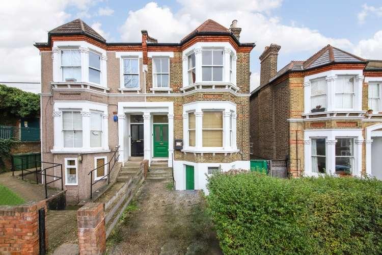 3 Bedrooms Flat for sale in Pepys Road London SE14