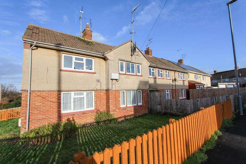 2 Bedrooms Flat for sale in Caernarvon Road, Keynsham, Bristol