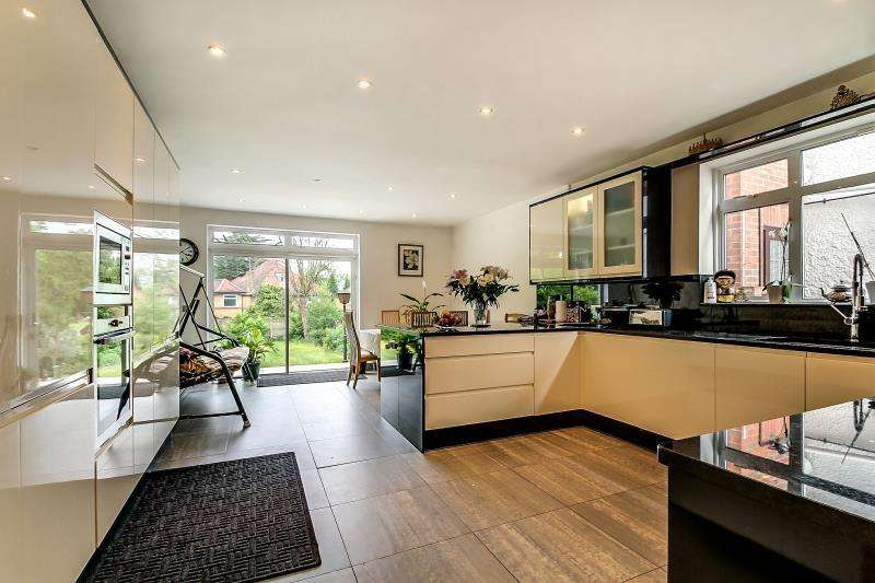 6 Bedrooms Detached House for sale in ASHLEY LANE, Hendon, NW4