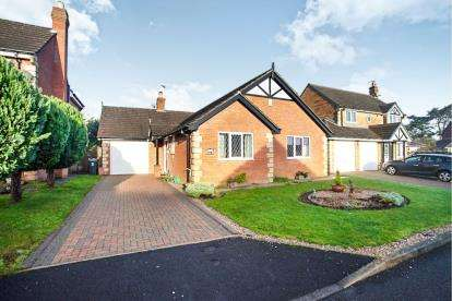 2 Bedrooms Bungalow for sale in Bradyll Court, Brockhall Village, Old Langho, Blackburn, BB6