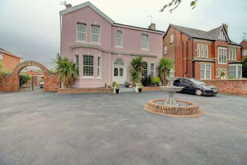 6 Bedrooms Property for sale in Roe Lane, Southport