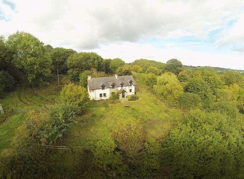 3 Bedrooms Detached House for sale in Ffordd Y Bont, Treuddyn, Mold