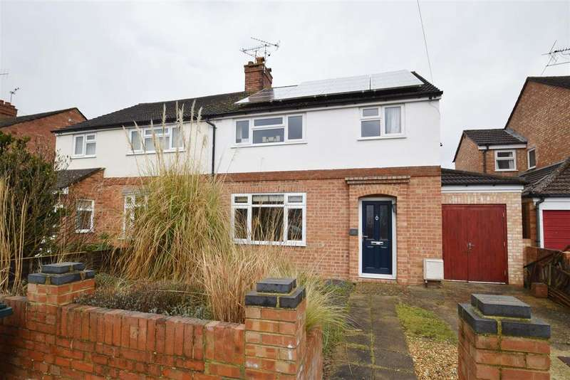 3 Bedrooms Semi Detached House for sale in Hilltop Road, Caversham, Reading