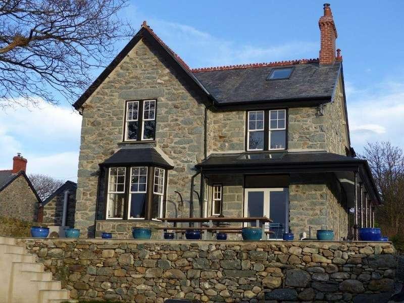 3 Bedrooms Detached House for sale in Bronwerydd, Dyffryn Ardudwy, LL44 2DA