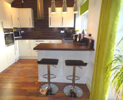 3 Bedrooms Semi Detached House for sale in Hall Street, Offerton, Stockport, Cheshire