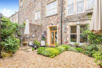 2 Bedrooms Flat for sale in Christchurch Road, Clifton, Bristol