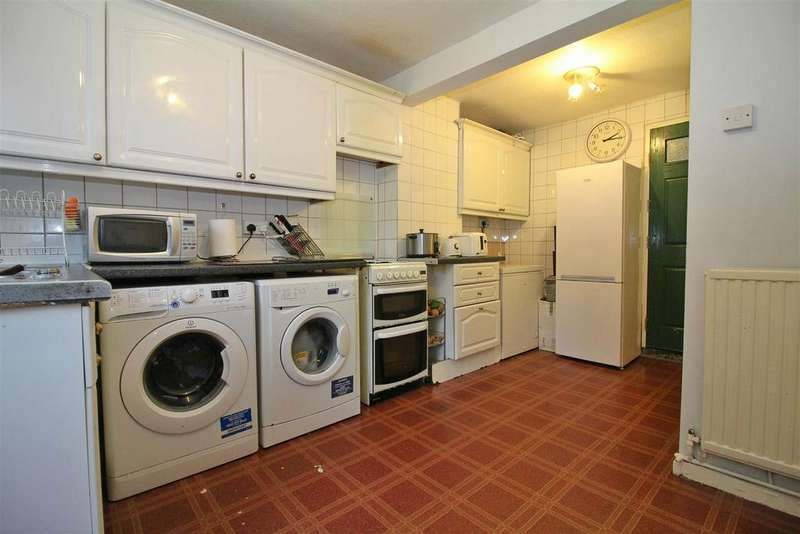3 Bedrooms Apartment Flat for sale in The Dashes, Harlow
