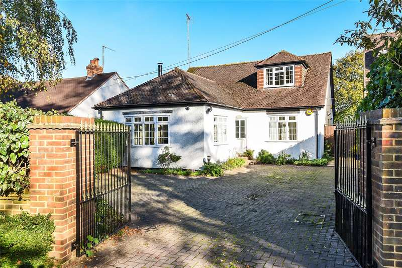 3 Bedrooms Detached Bungalow for sale in Chavey Down Road, Winkfield Row, Bracknell, Berkshire, RG42