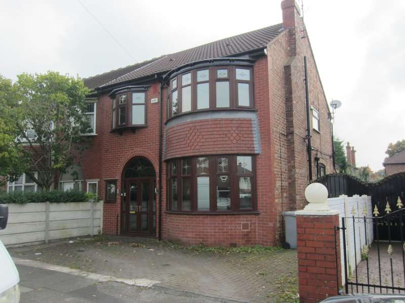 4 Bedrooms Semi Detached House for rent in Kings Road, Old Trafford, Manchester, M16