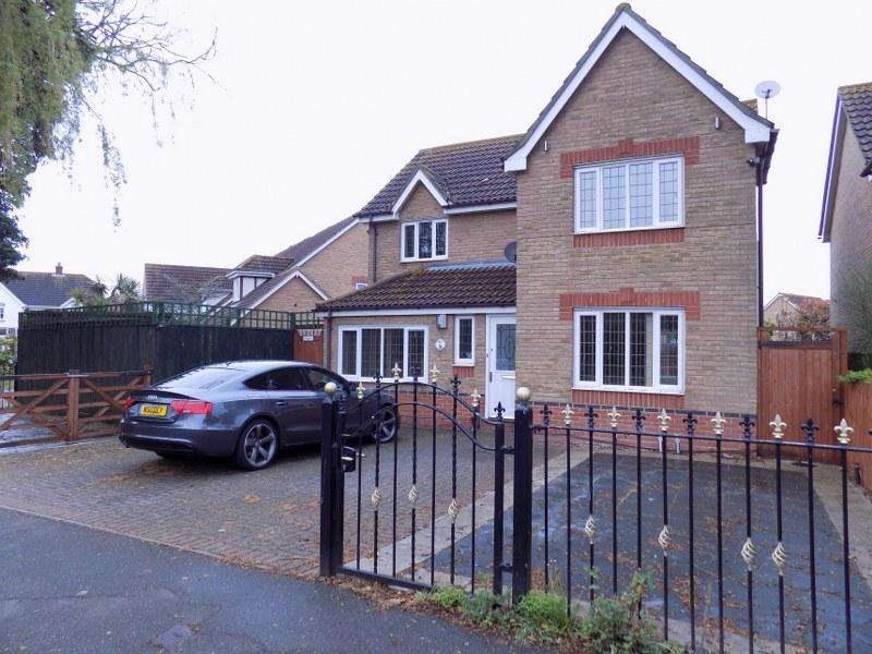 4 Bedrooms Detached House for sale in Thorney Bay Road, Canvey Island, Essex, SS8 0HG