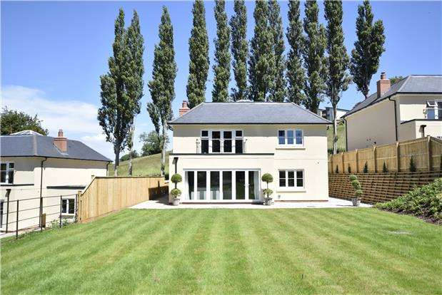 4 Bedrooms Detached House for sale in Chewton Court, Keynsham, Bristol, BS31 2SX