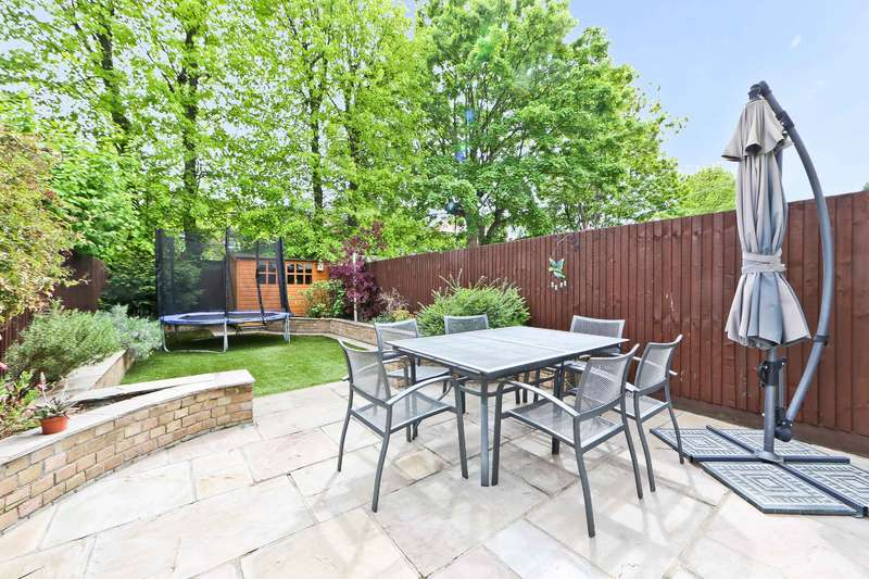 4 Bedrooms Terraced House for sale in Fortune Gate Road, London