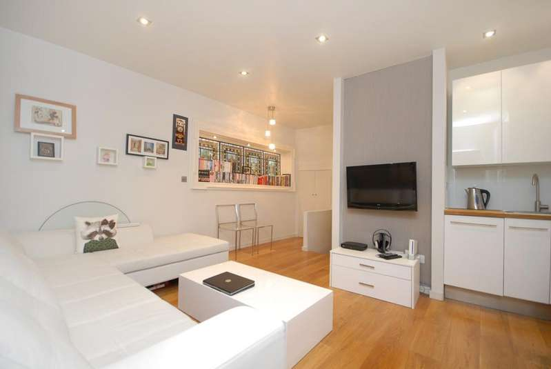 1 Bedroom Flat for sale in Eardley Crescent, Earls Court SW5
