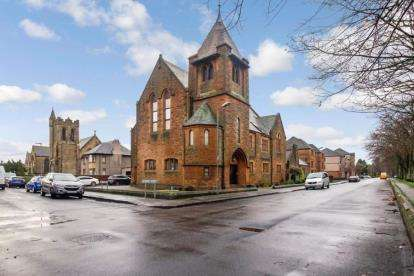 2 Bedrooms Flat for sale in Strathearn Court, Grangemouth