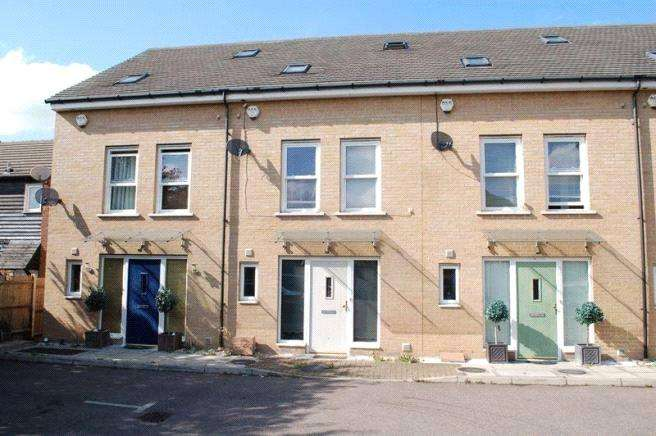 3 Bedrooms Terraced House for sale in Wood Avenue, Purfleet, RM19