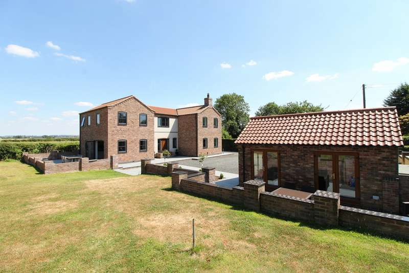 4 Bedrooms Detached House for sale in High Street, Kexby DN21