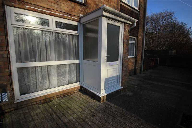2 Bedrooms Apartment Flat for sale in Malvern Drive, Warmley, Bristol