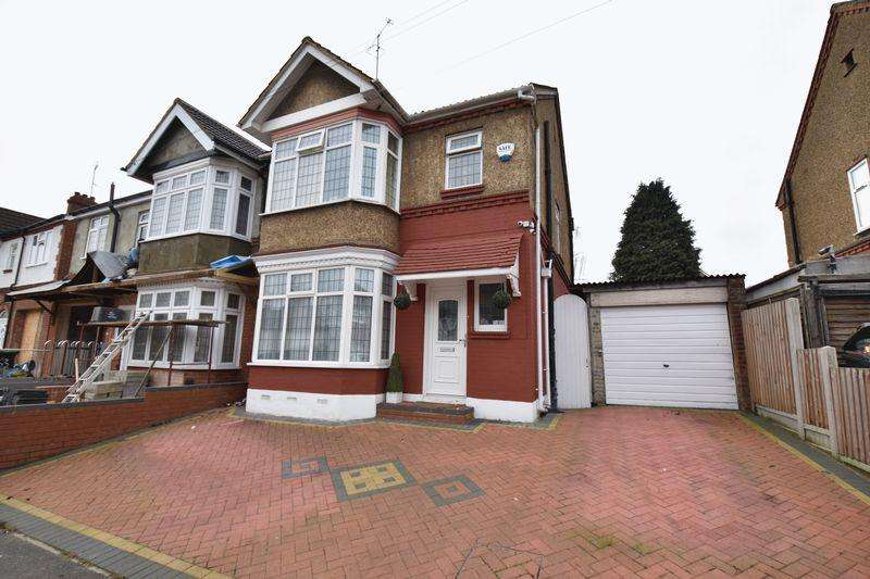 3 Bedrooms Semi Detached House for sale in Carlton Crescent, Luton