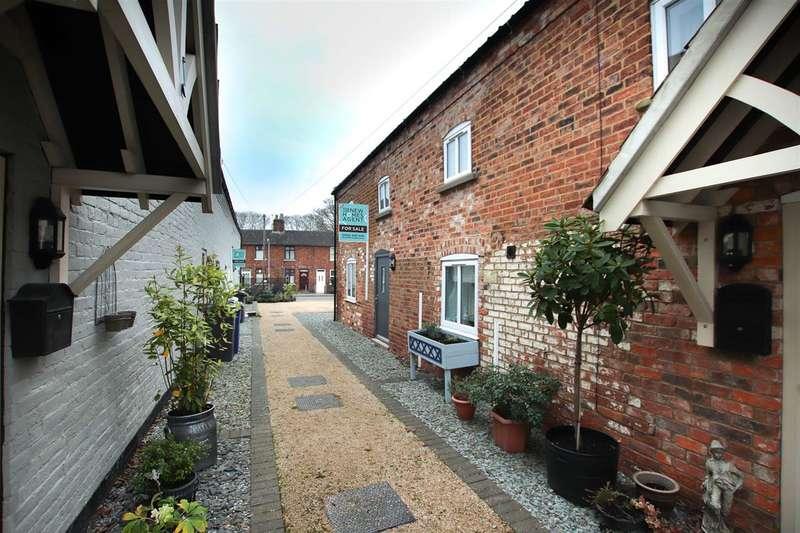 2 Bedrooms Semi Detached House for sale in Mylands Cottages, Waterloo Street, Market Rasen