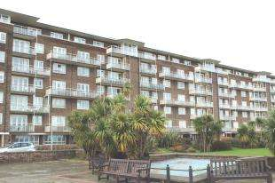 2 Bedrooms Flat for sale in The Gateway, Dover, Kent