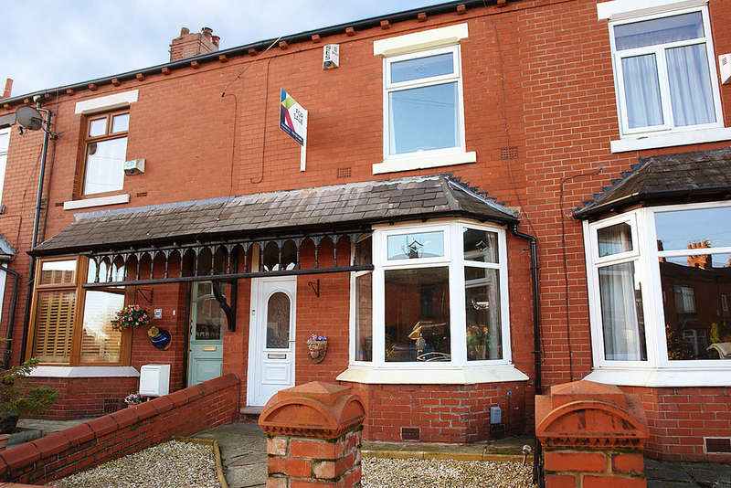 2 Bedrooms Terraced House for sale in Burnley Lane, Chadderton, Oldham